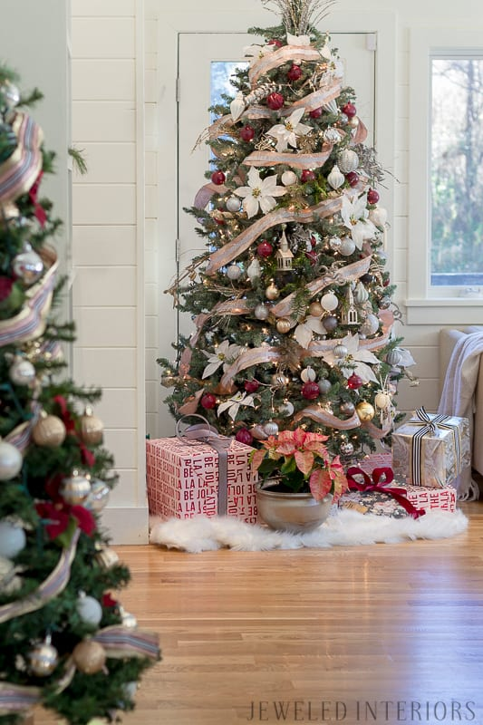 Looking for inspiration for Christmas decor? You have got to see this! Jeweled Interiors Holiday Home Tour 2017 | Burgundy Blush Christmas Decor Ideas and Tips ⋆ Jeweled interiors, wreaths, Christmas, holiday, tree, decor, decorations, stockings, ideas, DIY, inspiration, burgundy, blush, red, maroon, wine, home tour, poinsettia, glam, chic, peach, gold, black, white, mirror, antique, pottery barn, stockings, monogram, fireplace