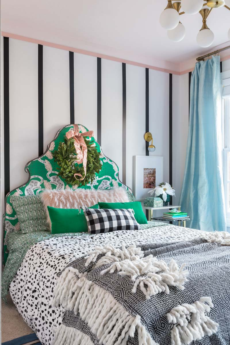 You've got to see this! teenage girl's bedroom holiday decor. Christmas decor, holiday decor, holiday bedroom decor, bedroom Christmas decor, bedroom Christmas tree, bedroom Christmas decor teen, bedroom Christmas decorations, Christmas decorations, Christmas tree ideas, custom headboard, emerald green, boho bedroom, preppy bedroom,