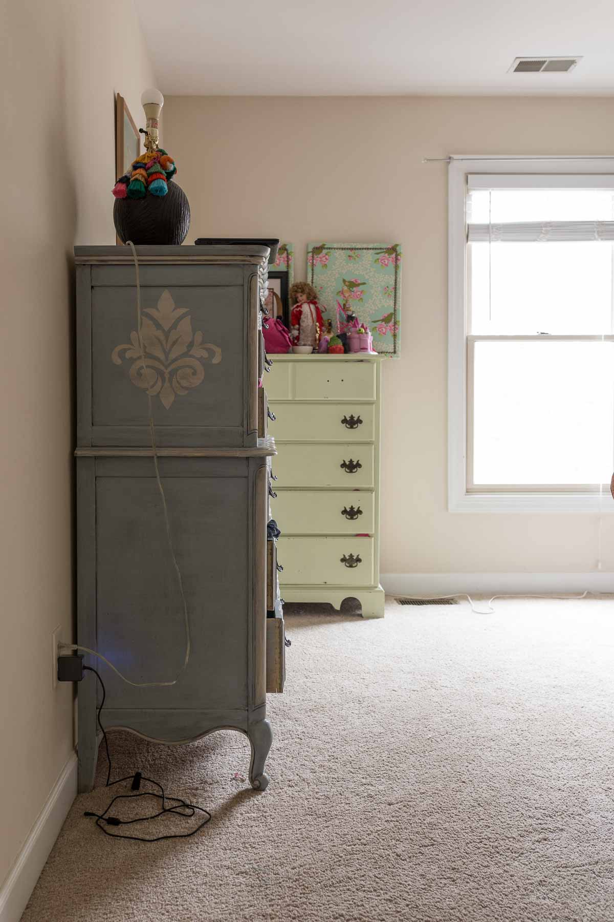 New Year New Room Challenge, Week 3, NYNR Challenge, Stephanie, Casa Watkins living, pink walls, picture moulding, crown moulding, Metrie,