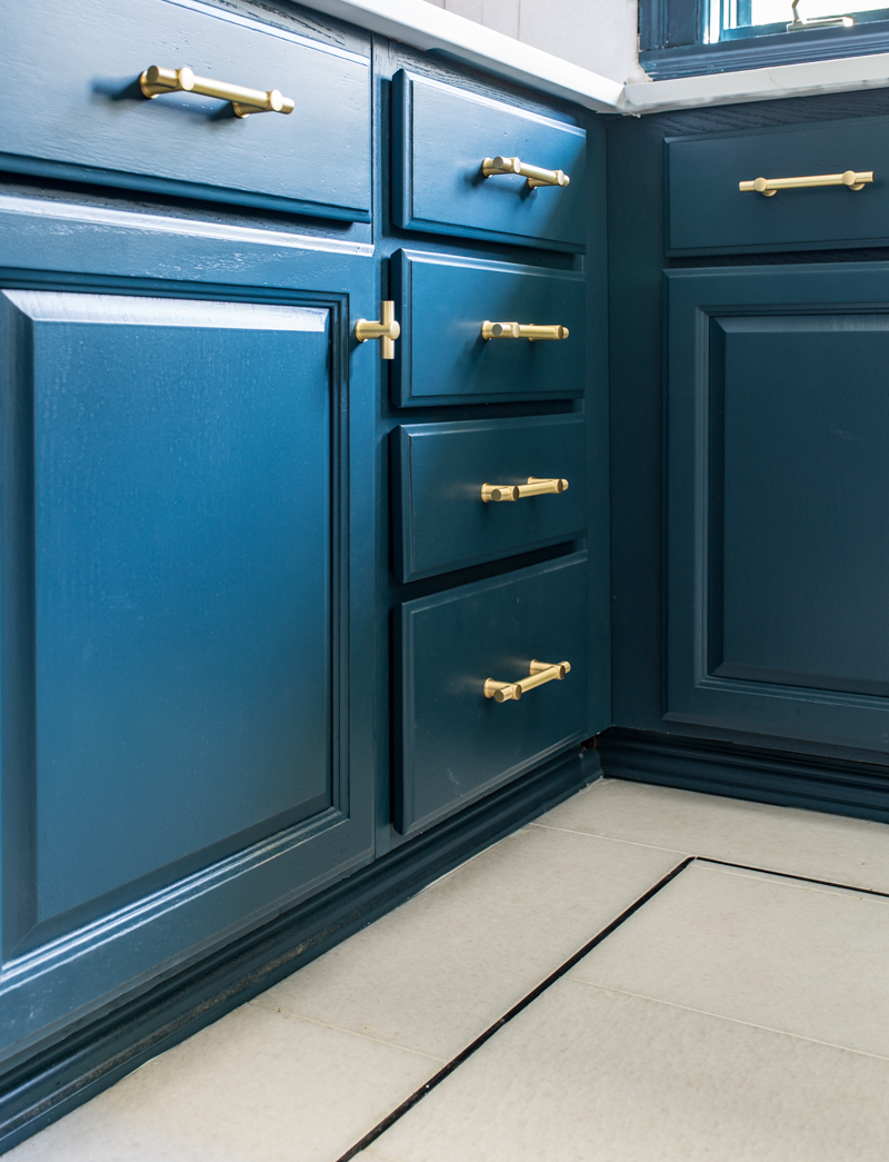 Jeweled interiors Fall 2019 ORC kitchen, t pull, schuab, farrow and ball, hague blue