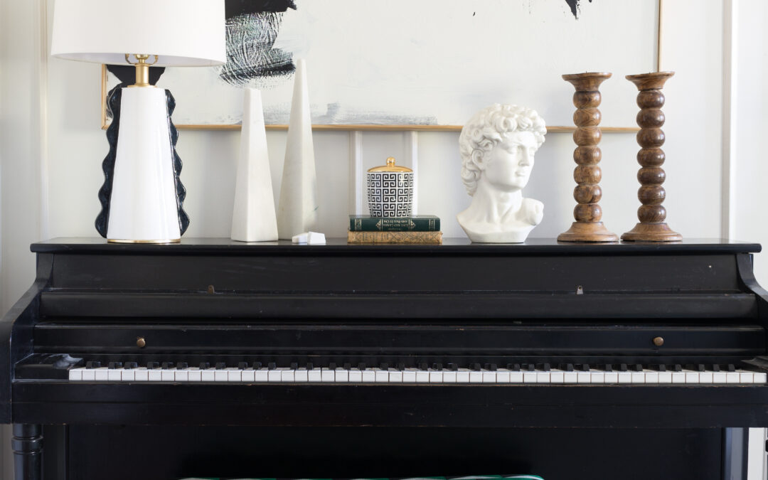 Black and White & How to Style a Vignette
