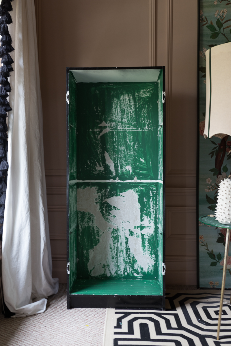 You will never believe this fabric wrapped furniture tutorial.  It is a fun way to jazz up old furniture using liquid starch, BariJ, Powder your face day, Madison Avenue blaze,  365 Fifth Avenue