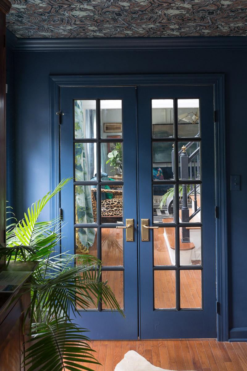 AWESOME REVEAL! How to pick door hardware, brass, door knobs, porcelain knob, Door hardware upgrade, navy office, wallpapered ceiling