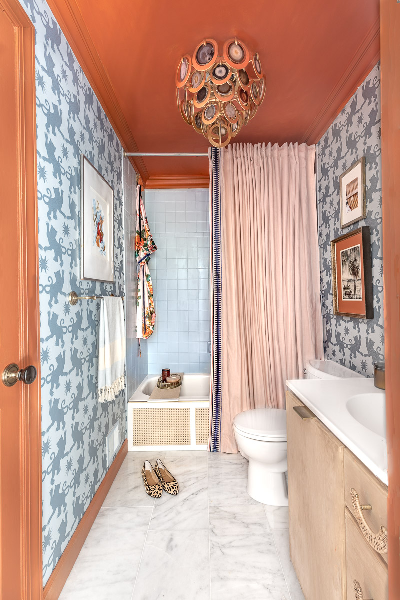 You have to see the Jewel Marlowe home tour! Jeweled Interiors , chinoiserie bathroom, summer 2020, colorful home, blue and orange