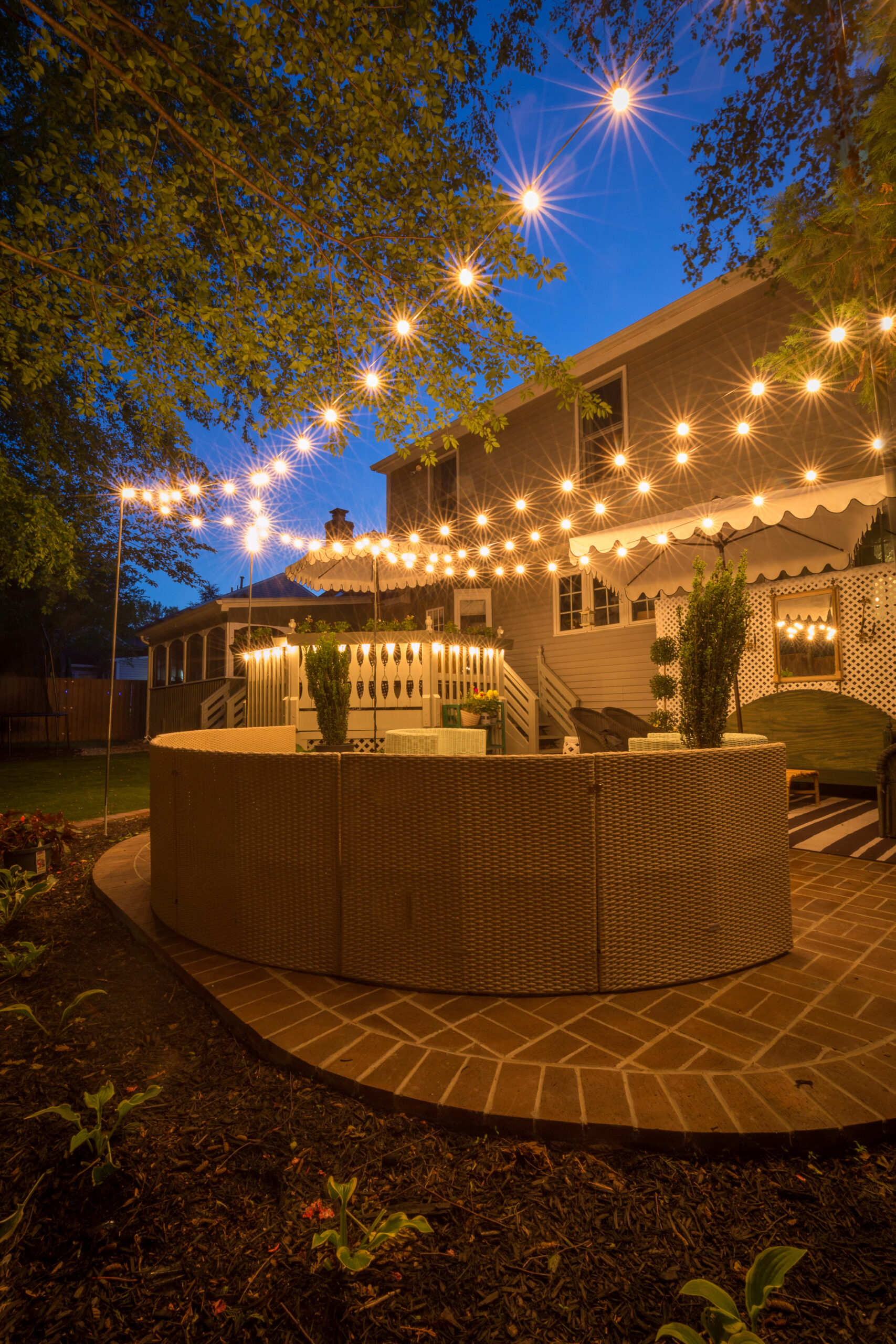 How to hang, backyard lighting, ideas, string lights, party lights, best fire pit, fire pit, outdoor entertaining,