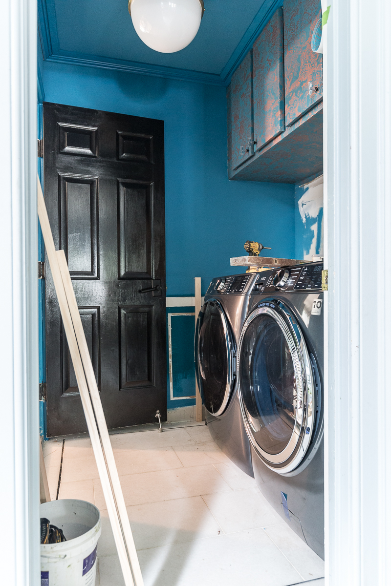 You have to see the updates to this laundry room |emtek, door knobs, lever door knob, graham and brown wallpaper, the container store, small laundry room ideas, teal, wallpaper, laundry basket, metallic wallpaper.